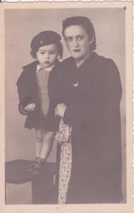 Mi tía Cipri con su único hijo, en octubre de 1940